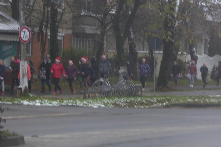 Aleargă cu Moșu